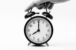 8-o-clock-alarm-clock-analogue-1198264-300x200